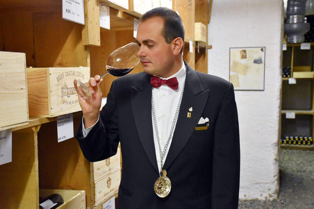 Öffnet manchmal eine Flasche Rotwein für 7800 Schweizer Franken: Luca Romei, Chefsommelier hat eine gute Nase für edle Tropfen