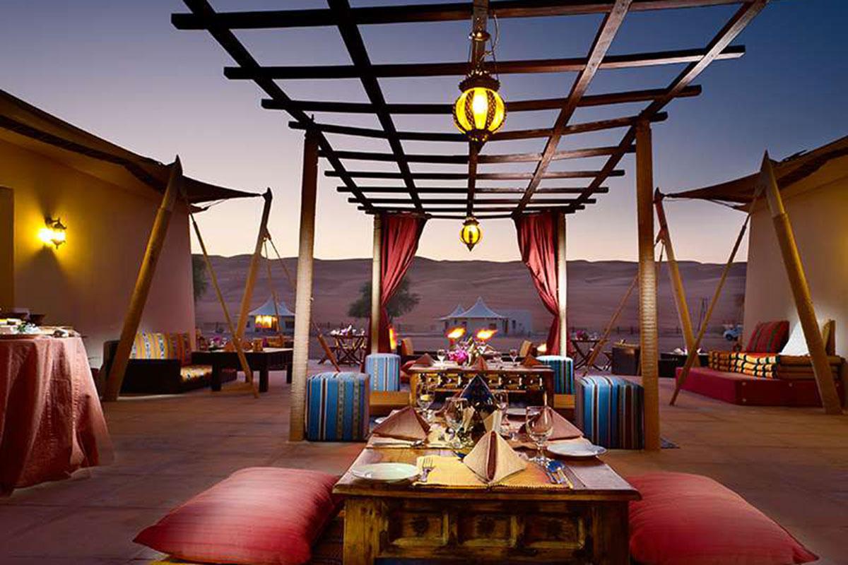 Desert Nights Camp Dinner. Luxusreisen