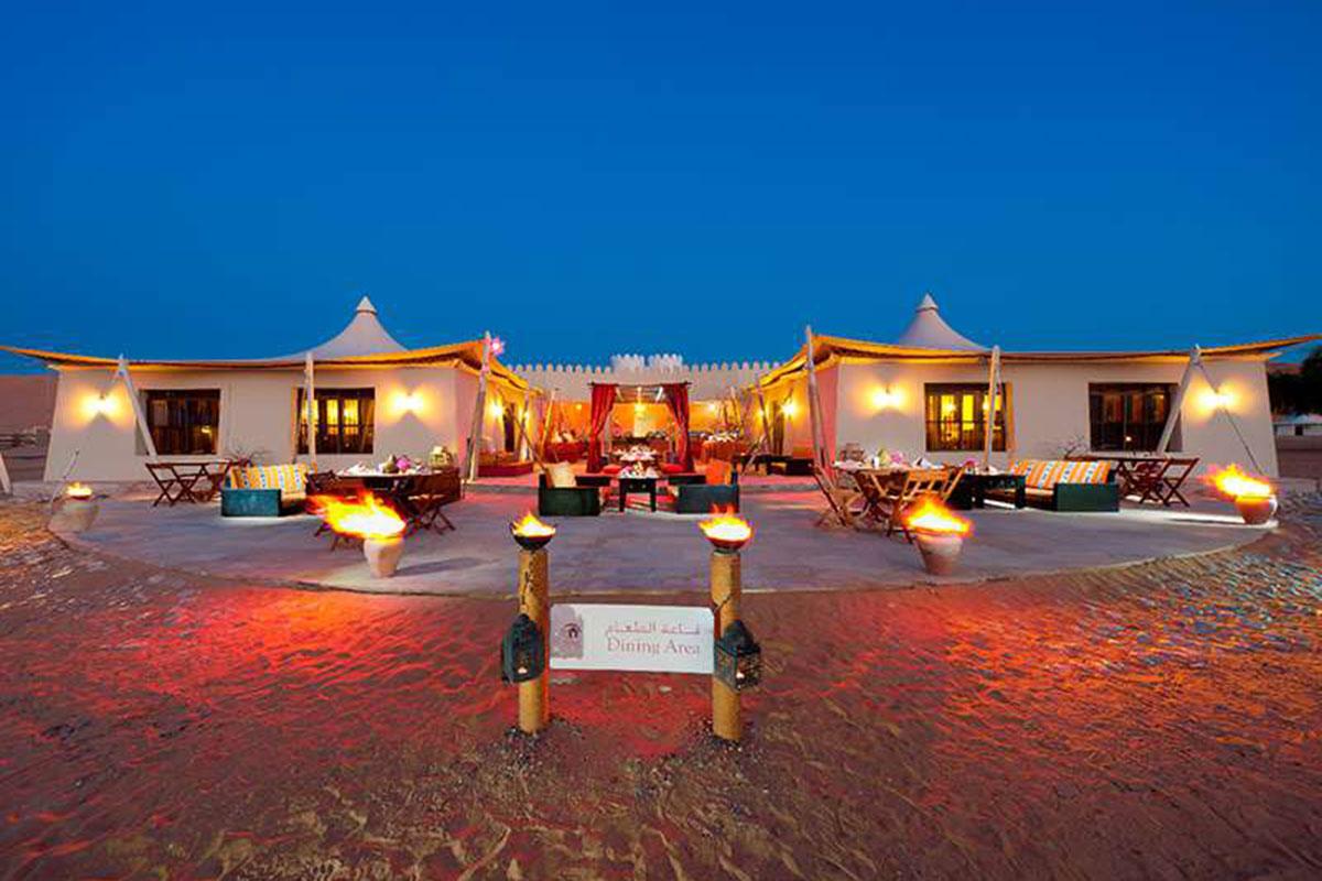 Desert Nights Camp Restaurant. Luxusreisen