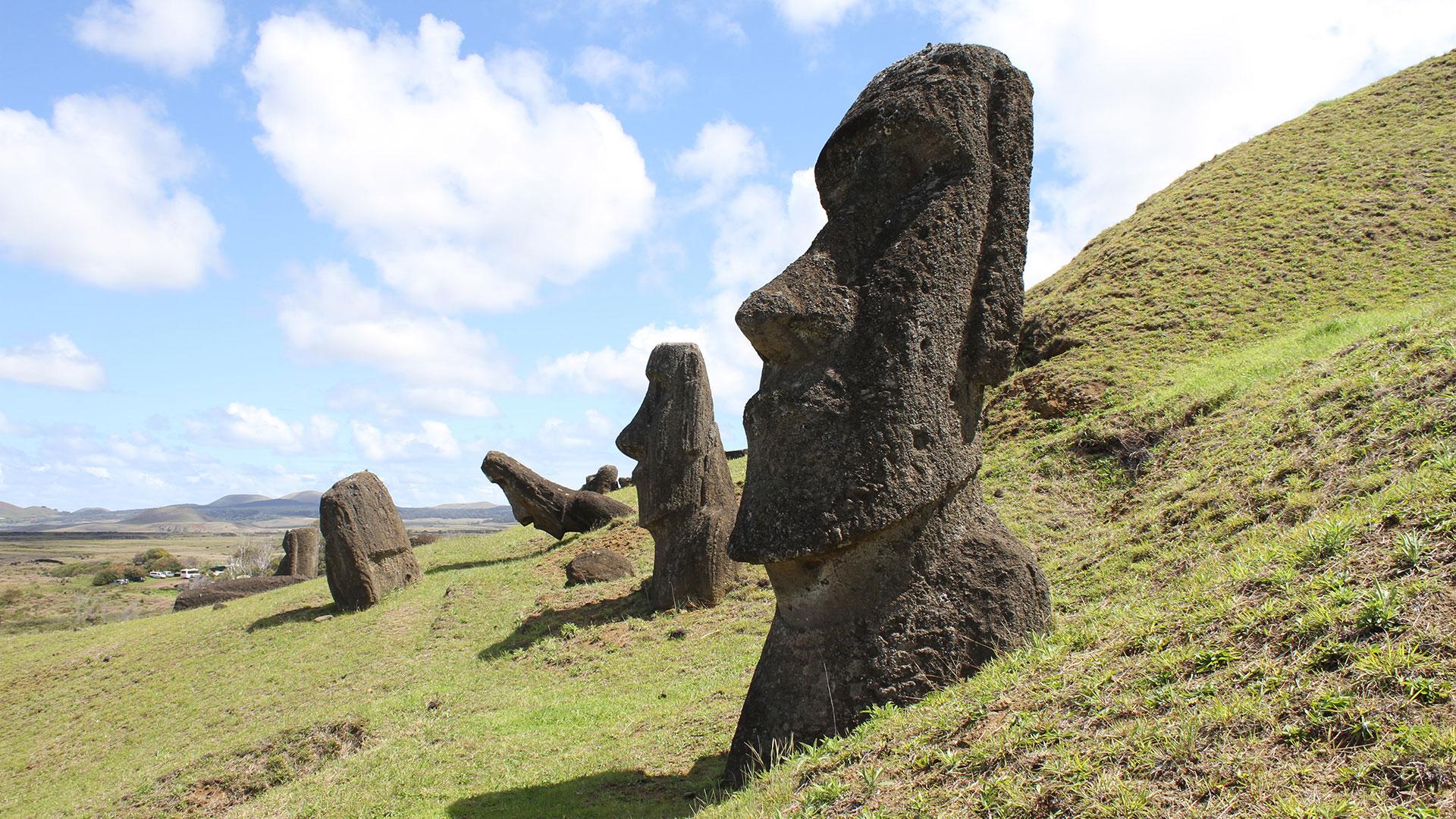 Die faszinierenden Steinstatuen der Osterinsel. Best of Chile – Zwei Wochen Naturwunder-Luxusreise mit Zusatzprogrammen Osterinsel, Kap Hoorn, Perito Moreno Gletscher