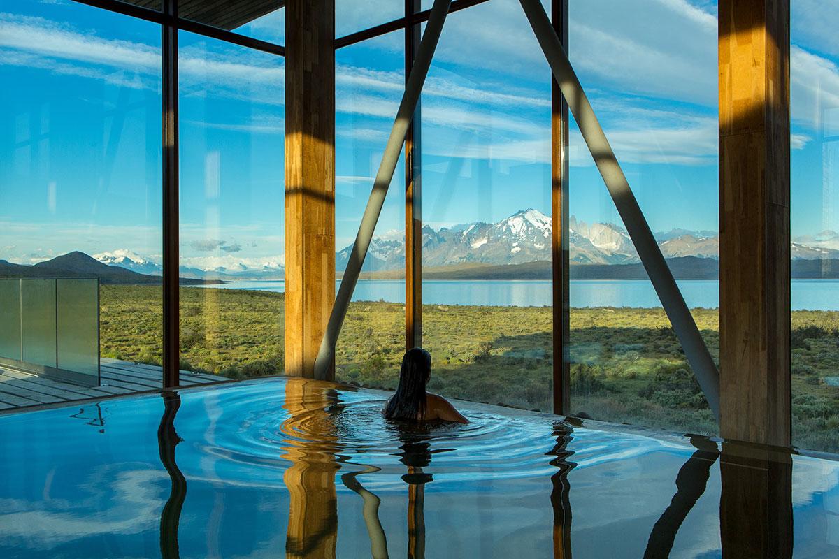 Tierra Patagonia: Pool mit Aussicht auf die schneebedeckten Berge. Luxusreise