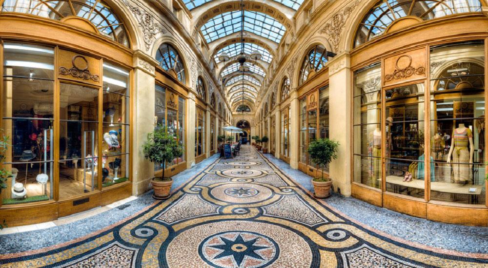 In den hübsch Passages couverts in Paris befinden sich heute Cafés, Teestuben und kleine Läden. Luxusreisen