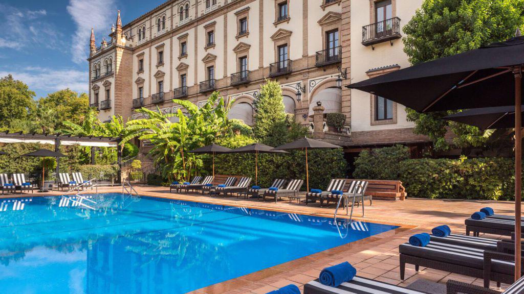 Hotel Alfonso XIII: Pool. Luxusreisen