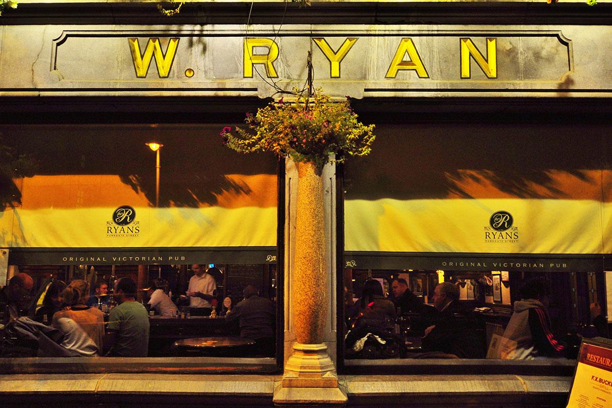 Das schönste viktorianische Pub Dublins: Ryans of Parkgate Street. Luxusreise