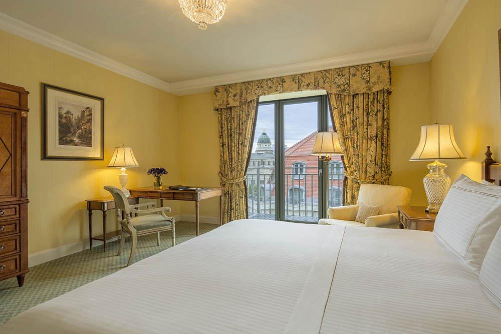 Deluxe Room im Hotel Regent in Berlin. Luxusreisen