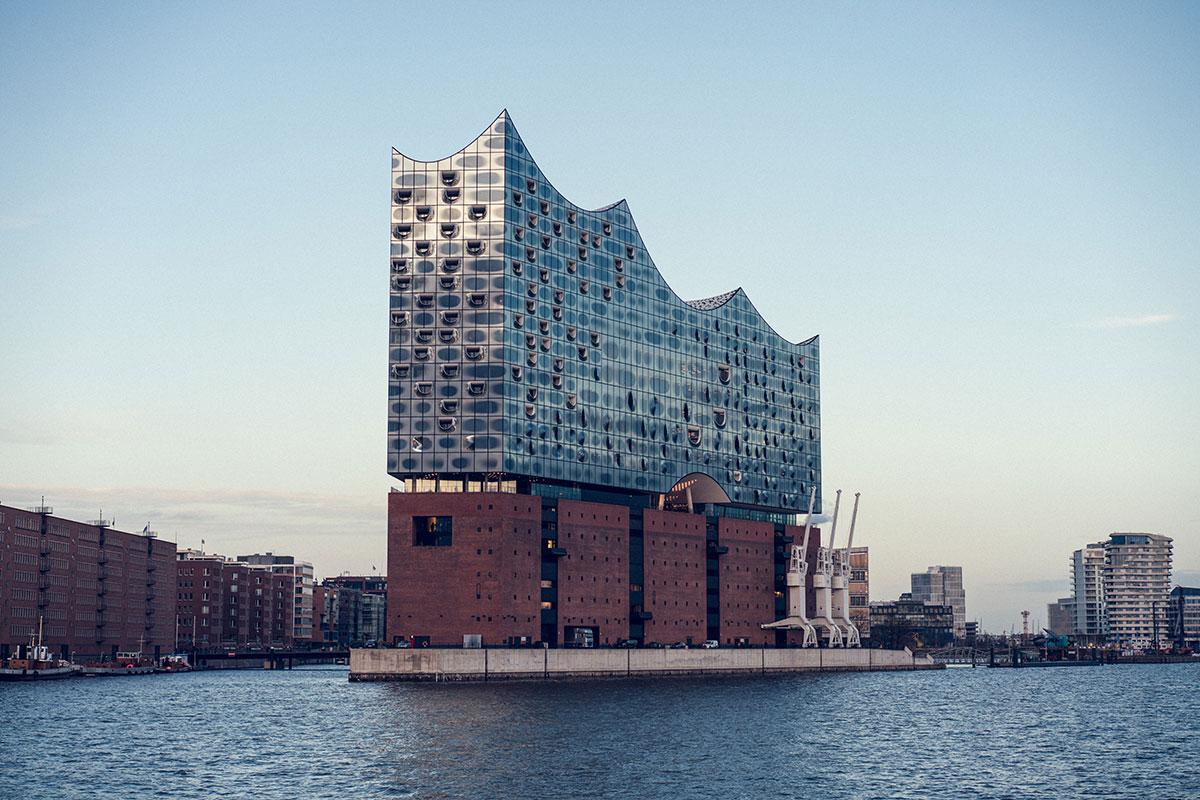 Das Wahrzeichen Hamburgs: die Elbphilharmonie. Luxusreisen