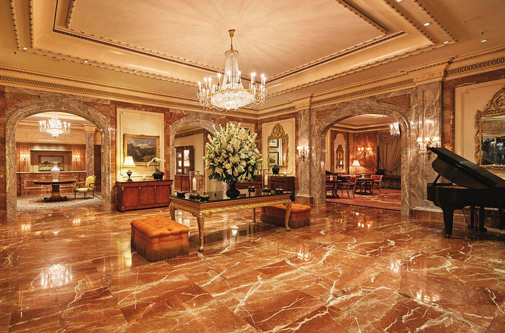 Die edle Lobby im Hotel Regent Berlin. Luxusreisen