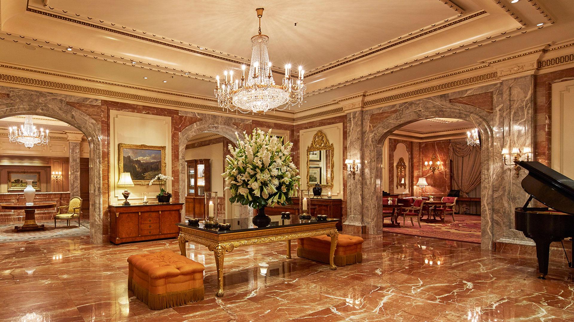 Lobby im Regent Berlin. Luxusreisen