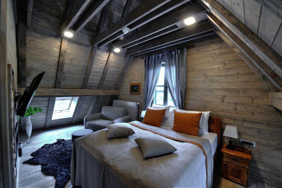 Plitvice Ethno House: Schickes und gemütliches Zimmer unterm Dach. Luxusreise
