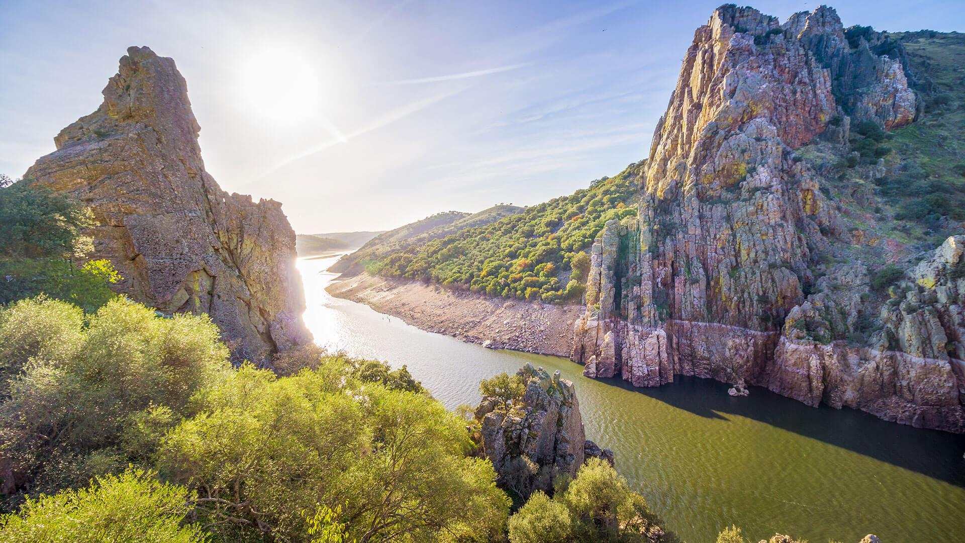 Der Nationalpark Monfrague ist ein wunderschöner Ort, der sich ideal zur Beobachtung von Vögeln aus Zentralspanien eignet. Er befindet sich in der Region Estremadura, Spanien.