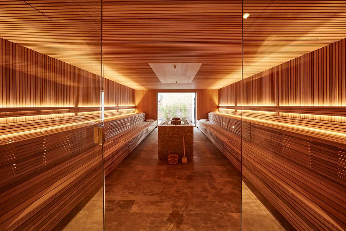 Entspannen Sie im luxuriösen Wellnessbereich des Hotels. Luxusreisen