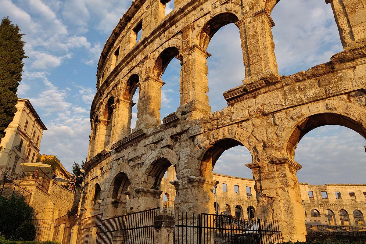 Ein Must-See: Das Amphitheater in Pula. Luxusreisen