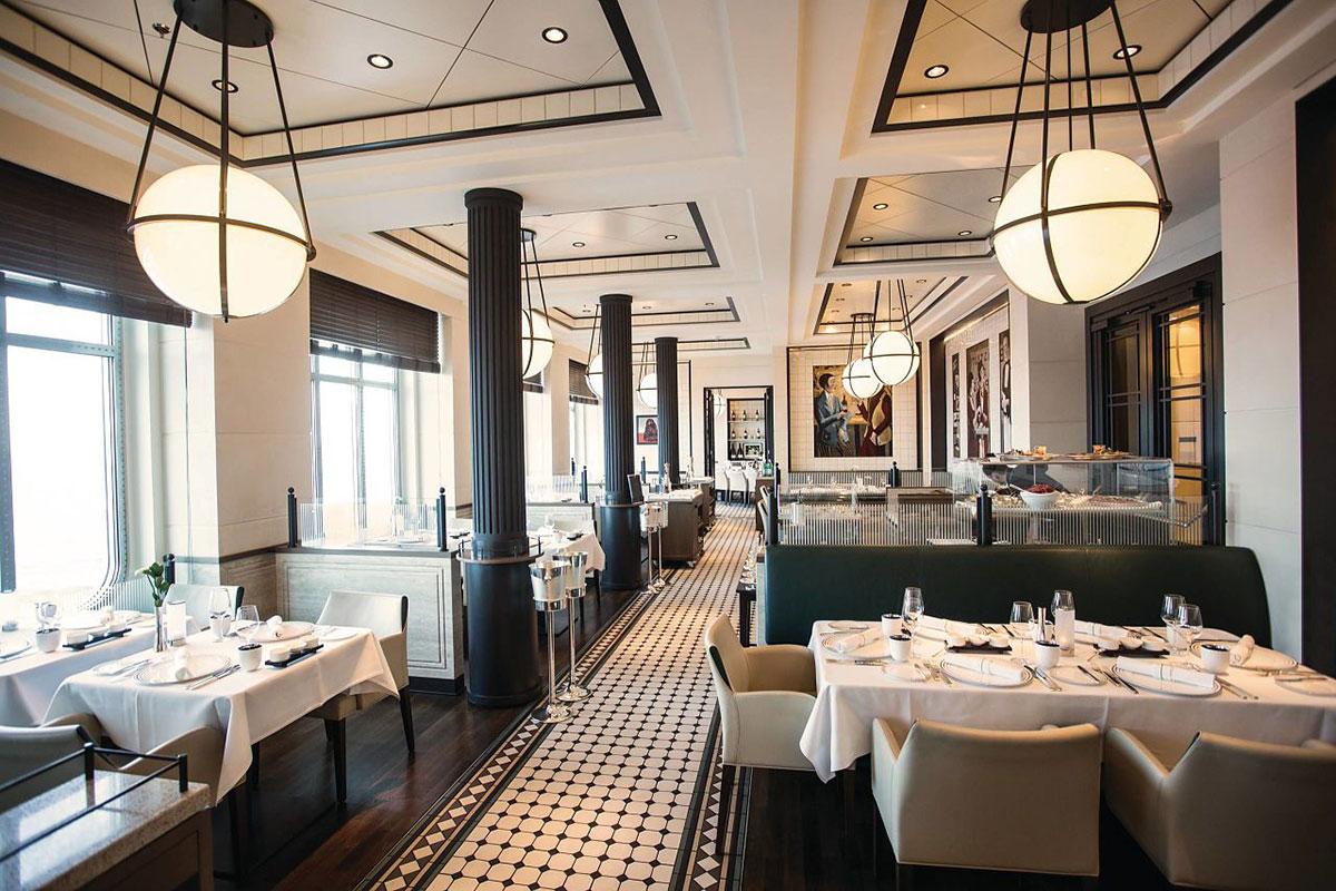 MS Europa 2: Restaurant. Luxusreise