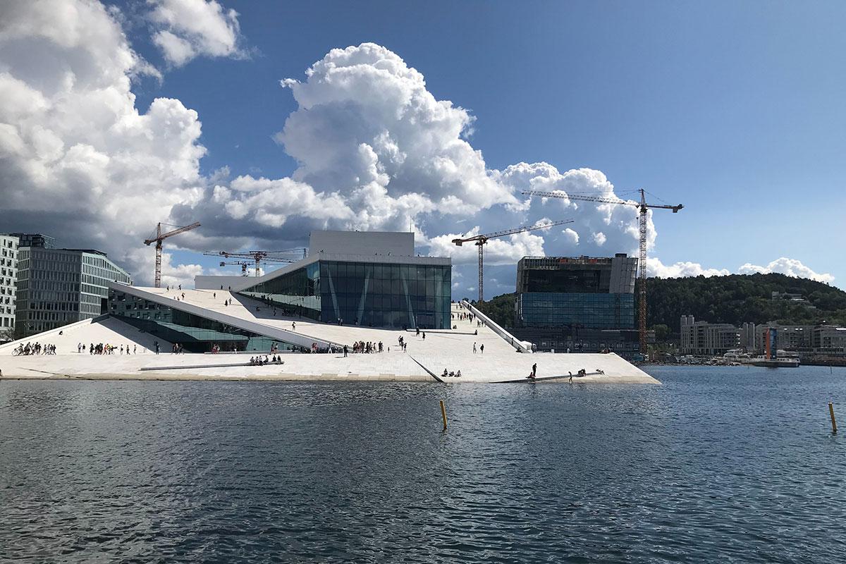 Das beeindruckende Opernhaus in Oslo gilt als größtes norwegisches Kulturprojekt der Nachkriegszeit.