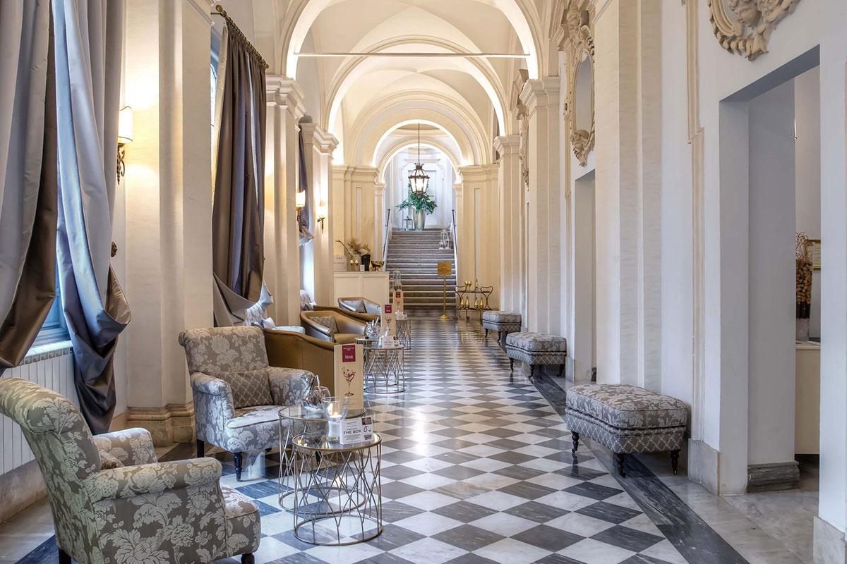 Hotel Donna Camilla Savelli. Luxusreise Rom